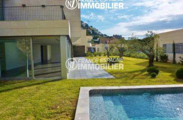 immo espagne costa brava: villa ref.2392, aperçu des extérieurs accès séjour et terrasse