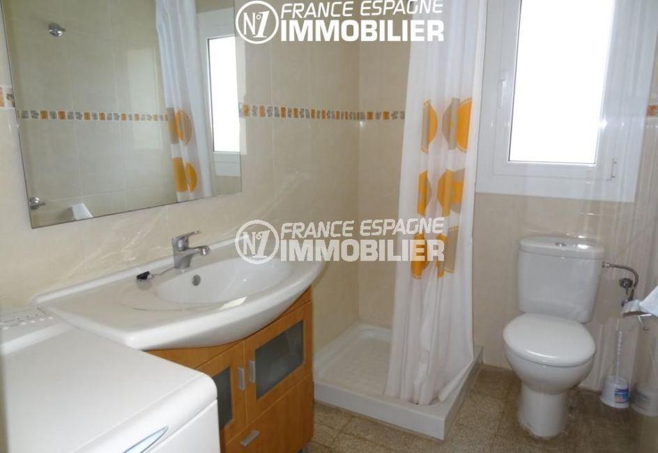 appartement costa brava, ref.2162, salle d'eau avec douche, meuble vasque et toilettes