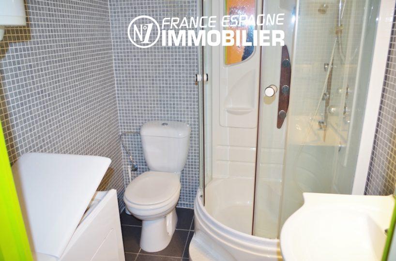 appartements a vendre a rosas, ref.2477, salle d'eau avec cabine de douche, lavabo et wc