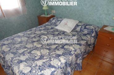 appartement empuria brava, parking, chambre avec lit double et rangements