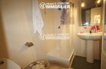 agence immobiliere costa brava: ref.2982, salle d'eau avec une douche, un lavabo et wc