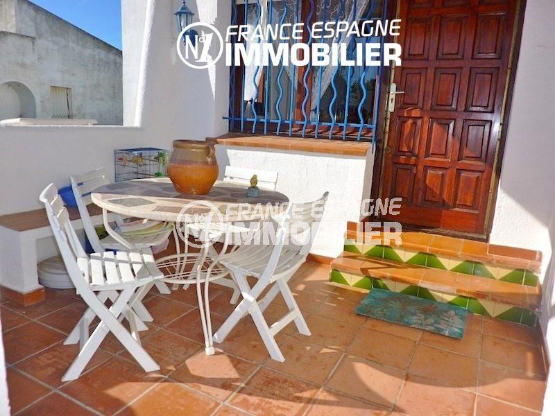vente maison empuriabrava, garage, terrasse espace détente près de l'entrée