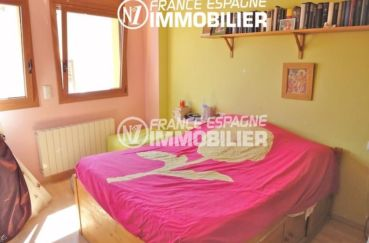la costa brava: villa 206 m², première chambre lumineuse avec lit double