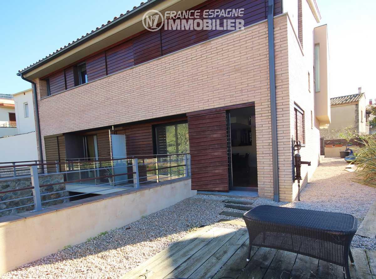 maison a vendre costa brava, ref.3217, conception moderne, aperçu façade & jardin