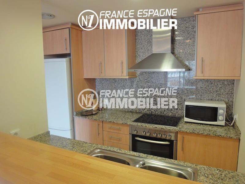 appartement roses: 85 m² atico, piscine, parking privé, cuisine américaine