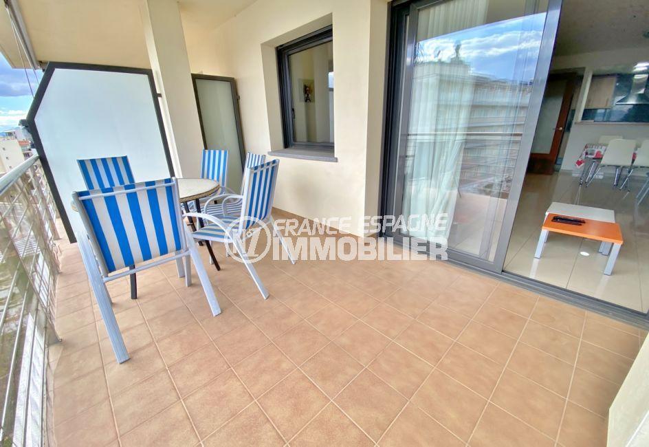 immo roses: appartement 3 pièces 85 m², séjour avec terrasse, magnifique vue mer