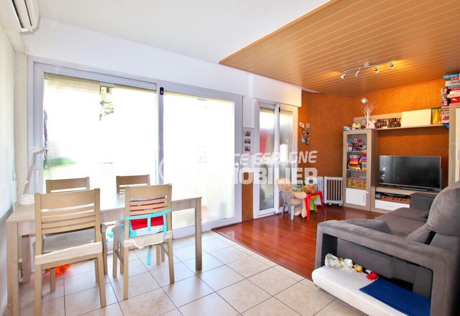 achat appartement costa brava, 3 pièces 55 m², séjour avec accès à la terrasse