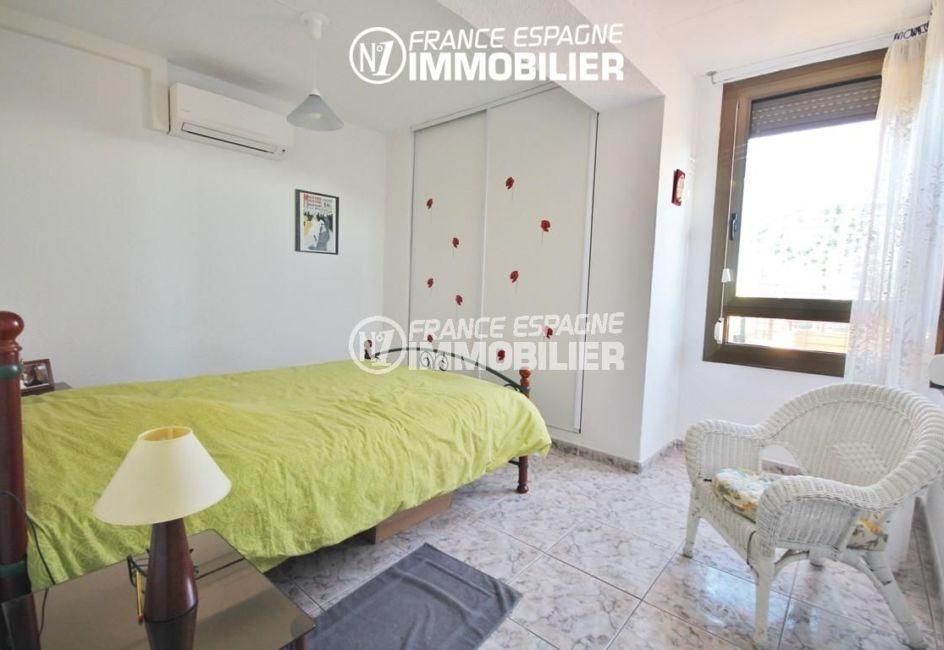 appartements a vendre a rosas, ref.3052, premlière chambre abev vue canal