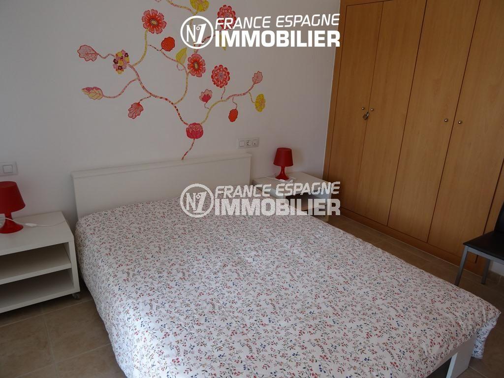 immo roses espagne: appartement ref.2507, première chambre avec placards