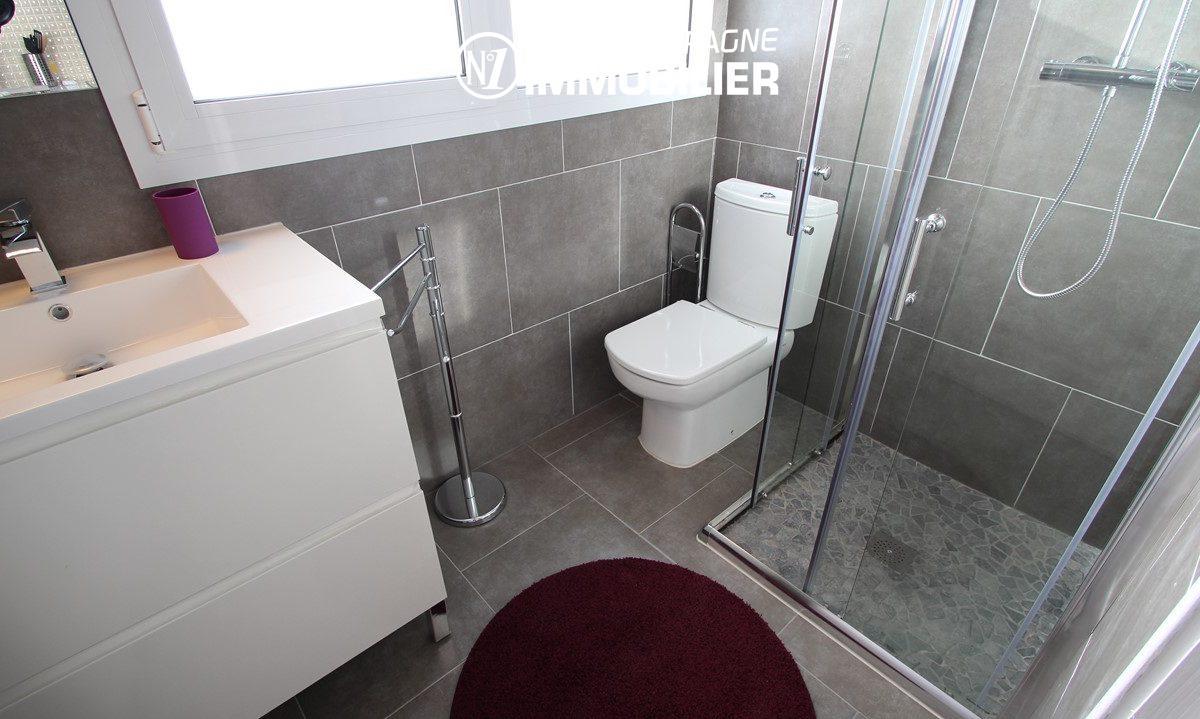 appartement a vendre a rosas : appartement ref.2879, salle d'eau moderne