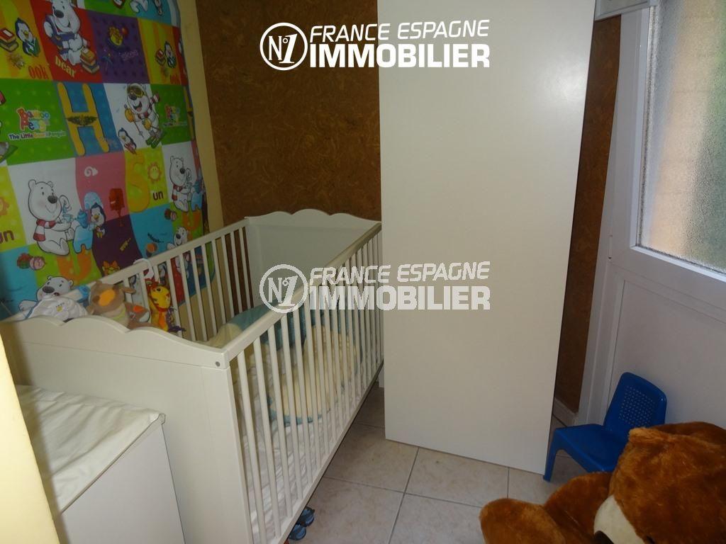 immo roses espagne: appartement ref.2286, chambre 2 avec lit bébé