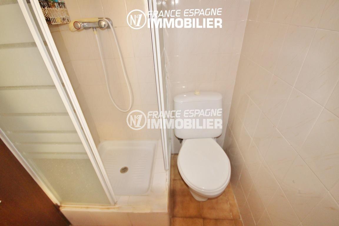 immo center rosas: studio 35 m², salle d'eau avec cabine de douche et wc