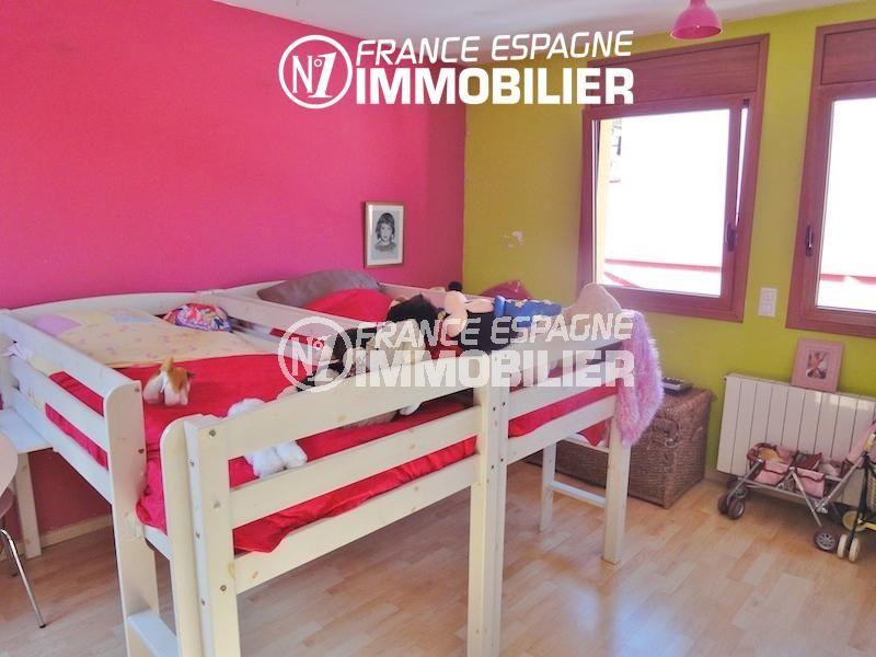achat maison espagne costa brava, garage, deuxième chambre avec 2 lits simples superposés