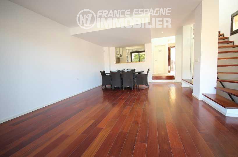 immo espagne costa brava: villa ref.3217, grand séjour / salle à manger avec cuisine ouverte au fond