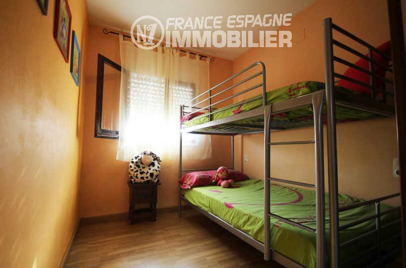 rosas immo: villa ref.3006, deuxième chambre avec des lits superposés