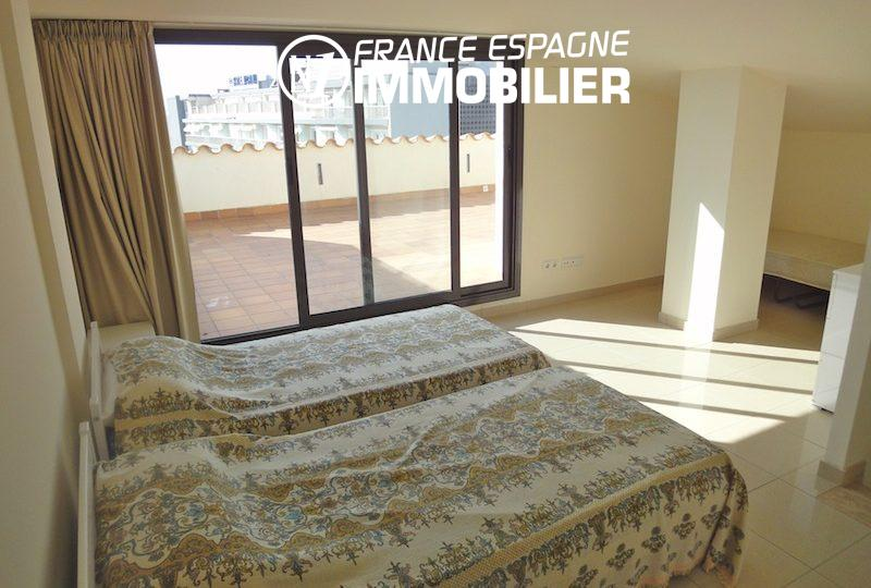 immocenter roses: appartement 85 m² atico, piscine, 2 chambres