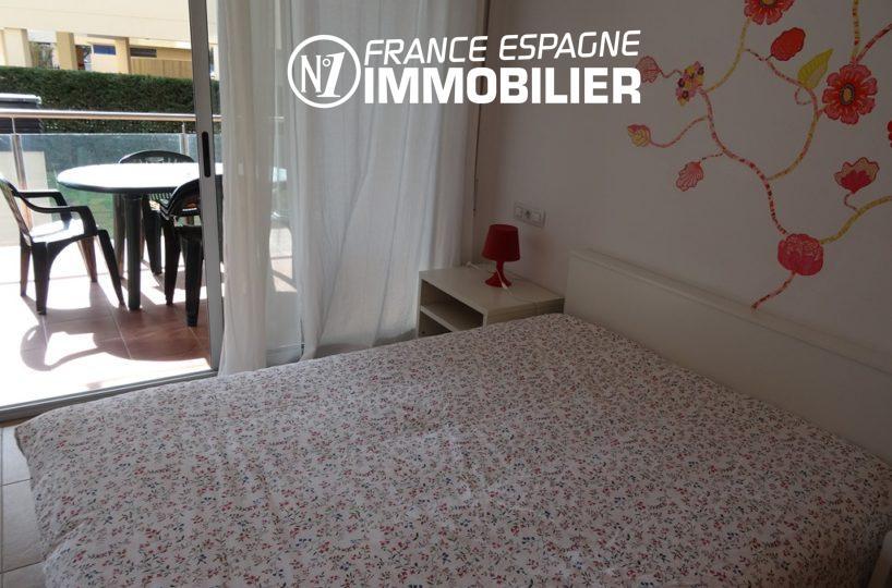 appartement a vendre a rosas, ref.2507, première chambre avec lit double accès terrasse
