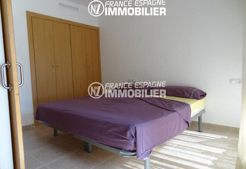immobilier rosas espagne: appartement ref.2117, première chambre lit double + placards