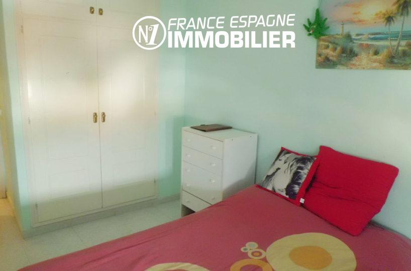 immobilier rosas espagne: seconde chamlbre avec lit double de l'appartement ref.1980