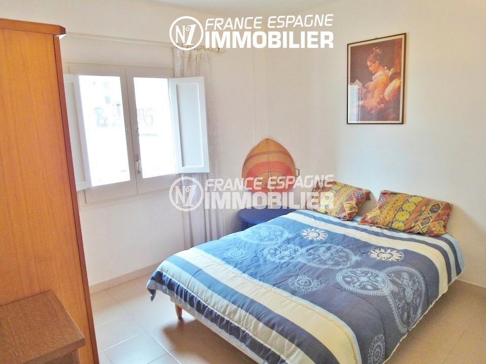 appartement costa brava, ref.1128, chambre lumineuse avec lit double