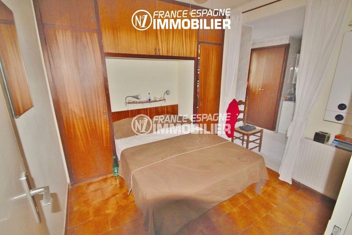 roses espagne: villa ref.2596, suite parentale avec lit double accès salle d'eau