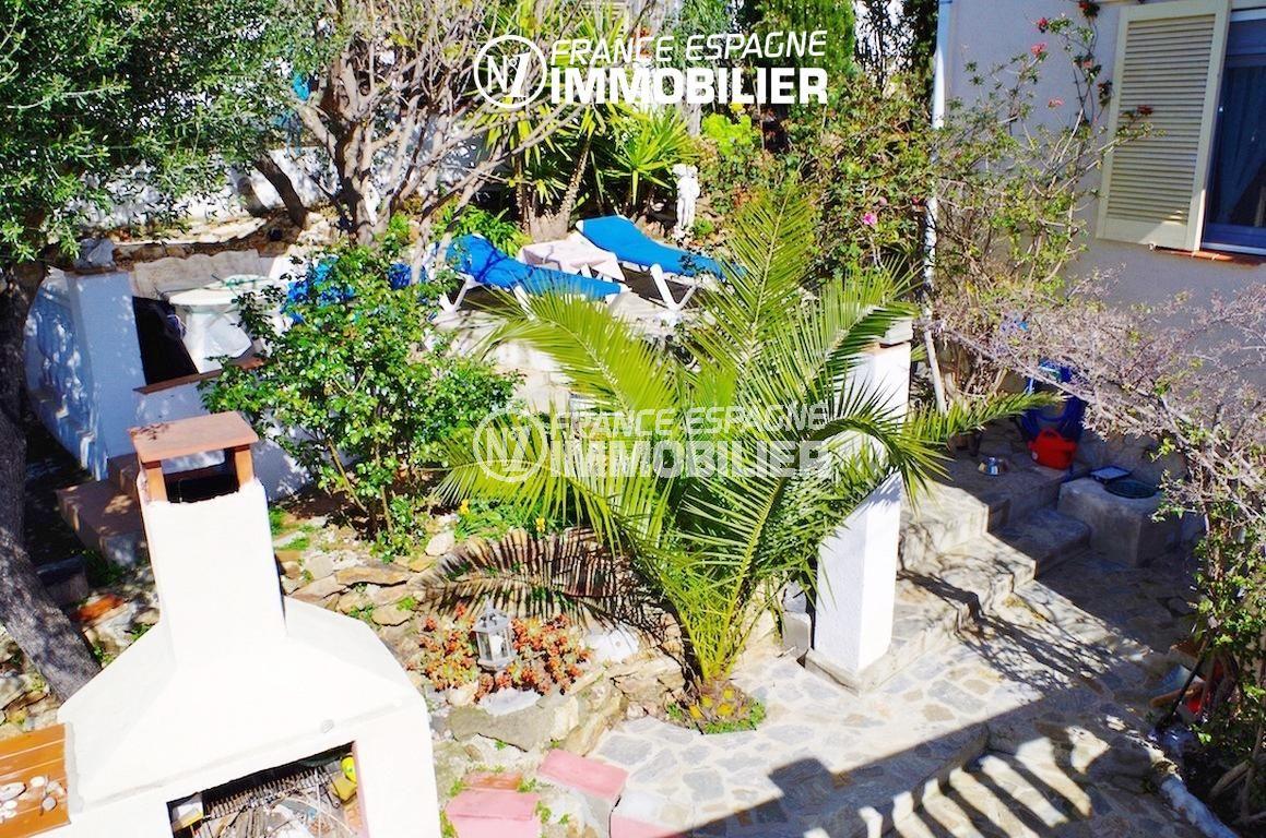 agence immo rosas: villa ref.2497, aperçu du barbecue et du coin détente