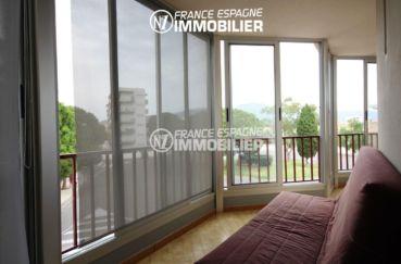 appartement a vendre a rosas, ref.2982, véranda avec canapé, vue dégagée