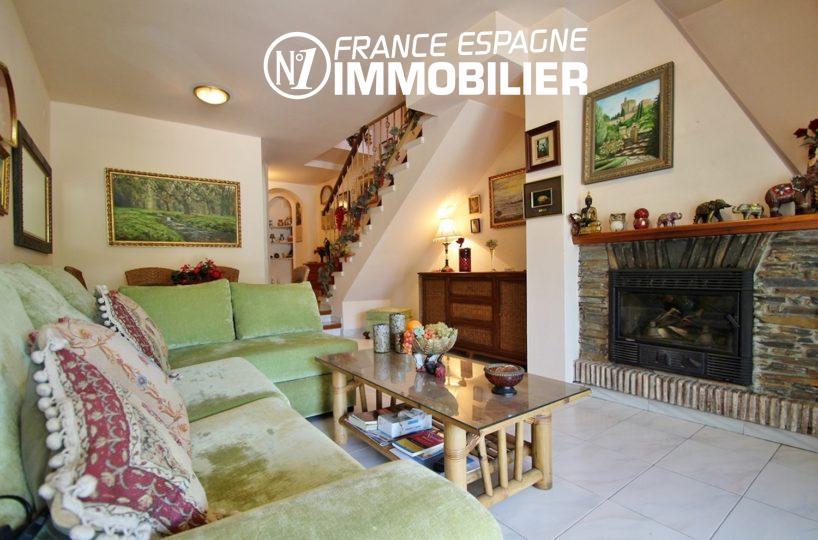 immobilier empuriabrava: villa ref.3271, séjour vaec cheminée