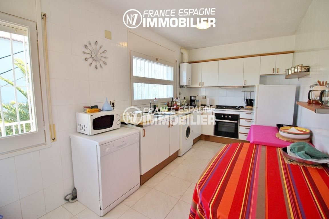 immobilier roses espagne: appartement ref.3148, cuisine indépendante équipée + rangements