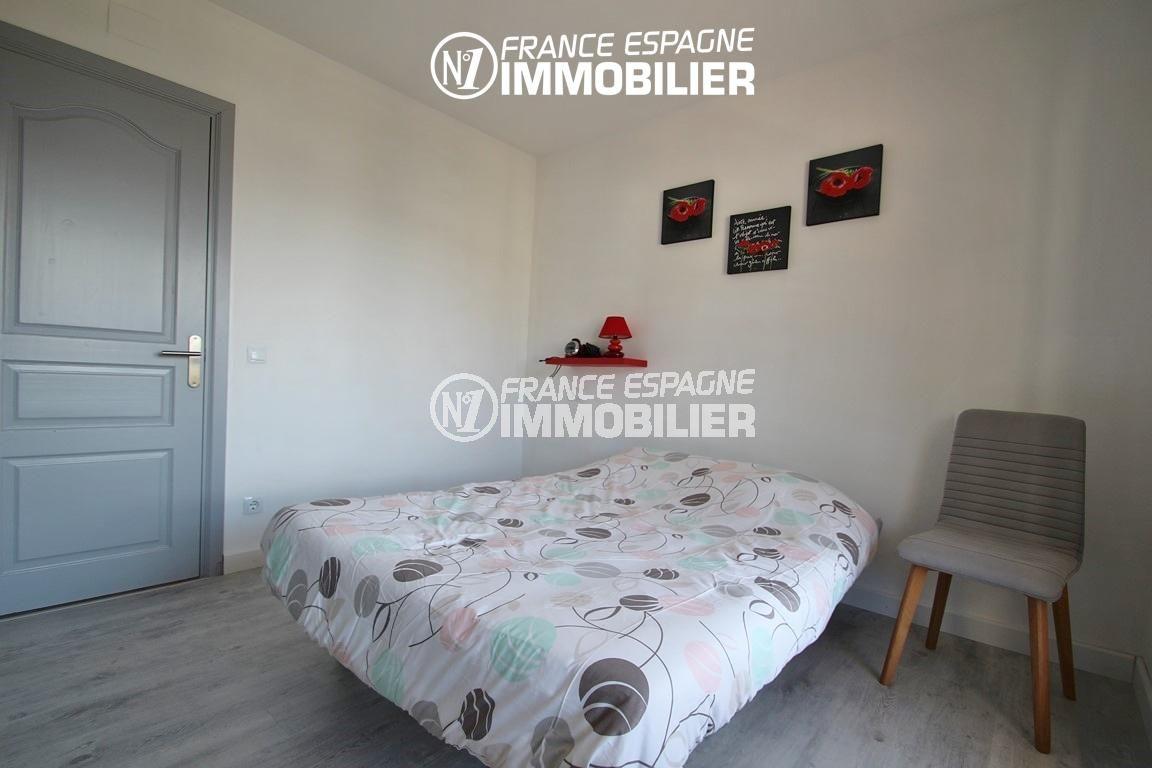immo roses espagne: appartement ref.2862, première chambre avec lit double