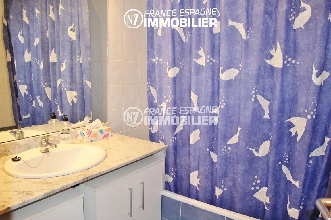 vente appartements rosas espagne, ref.2647: la salle de bains avec baignoire et toilette