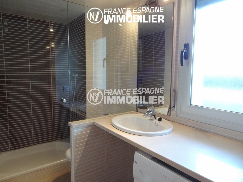 roses espagne: appartement ref.2117, salle de bains avec une vasque