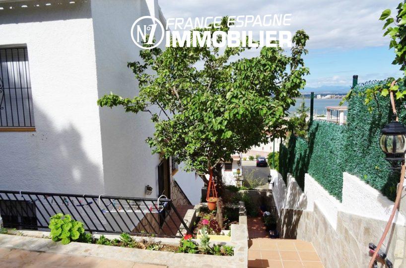 escalier qui dessert l'entrée principale | villa ref.2560