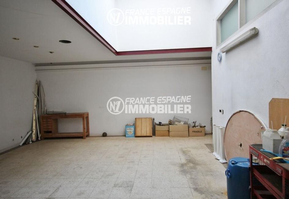 agence immobiliere roses: local commercial ref.3108, avec accès garage