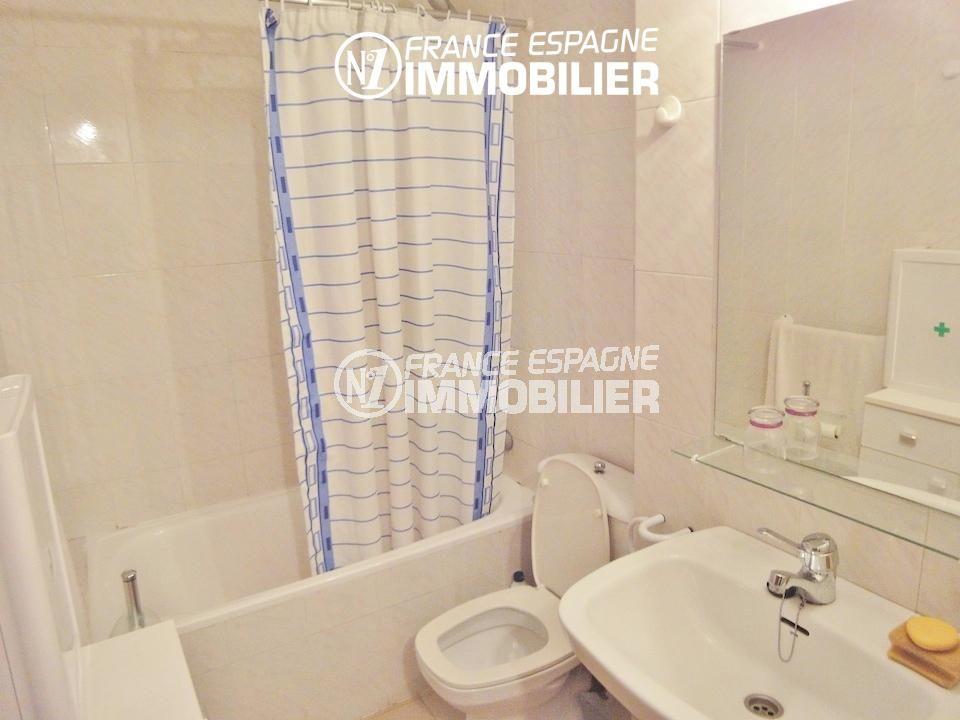 immocenter roses: appartement ref.1128, salle de bains avec toilettes