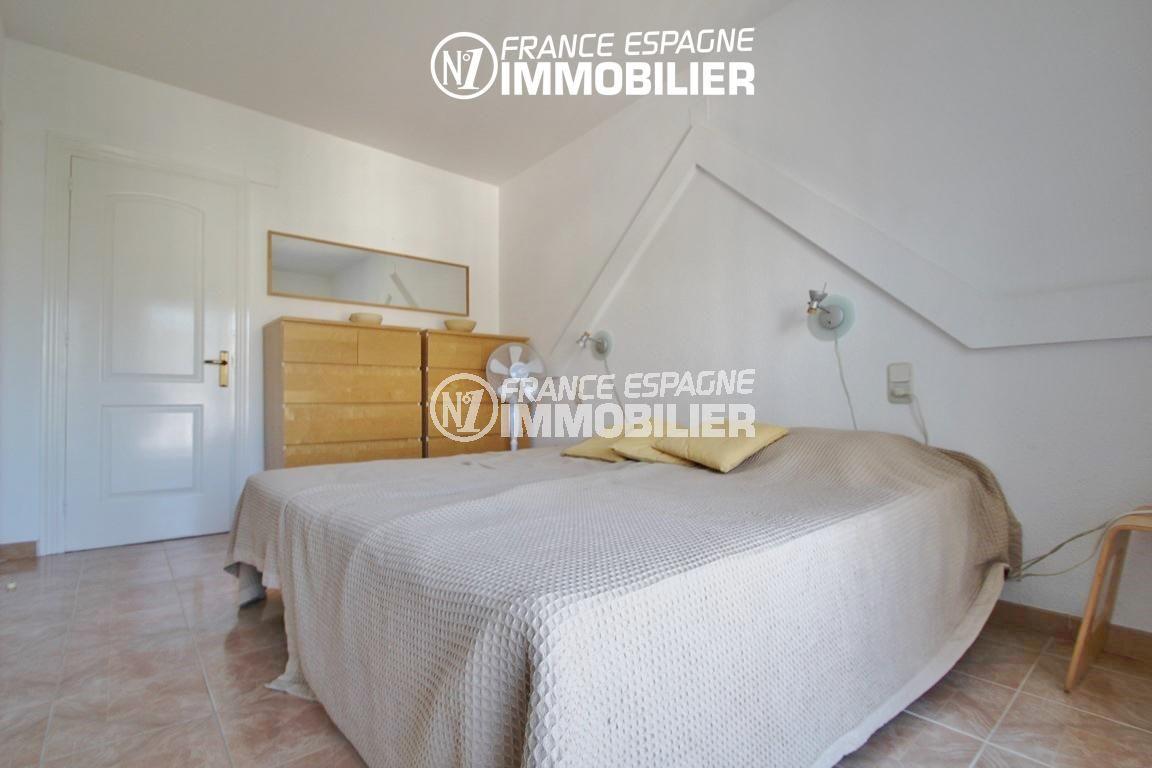 la costa brava: villa ref.2735, chambre 1 avec lit double et des rangements