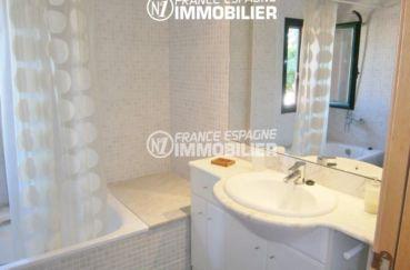 achat maison costa brava, ref.1970, salle de bains: baignoire, meuble vasque