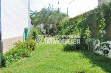 maison a vendre a empuriabrava, piscinable, terrain entretenu et fleuri sans vis-à-vis