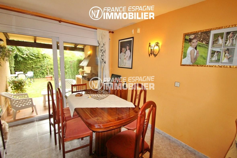 maison a vendre a rosas, ref.2824, vue sur le séjour avec accès sur la terrasse