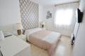 achat appartement rosas, proche plage, première chambre lumineuse lit double et rangements