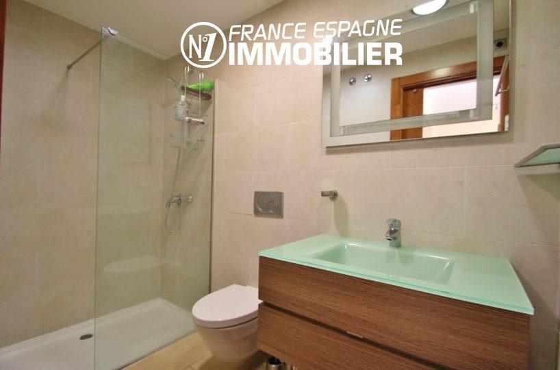 achat appartement rosas, ref.2848, salle d'eau / douche à l'italienne, meuble vasque + wc