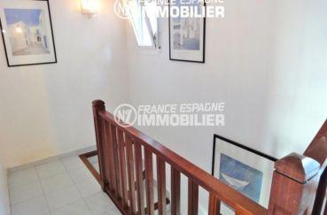 agence rosas: villa 133 m², escalier qui dessert l'étage et les chambres