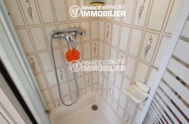 roses espagne: appartement 70 m², salle d'eau avec cabiine de douche