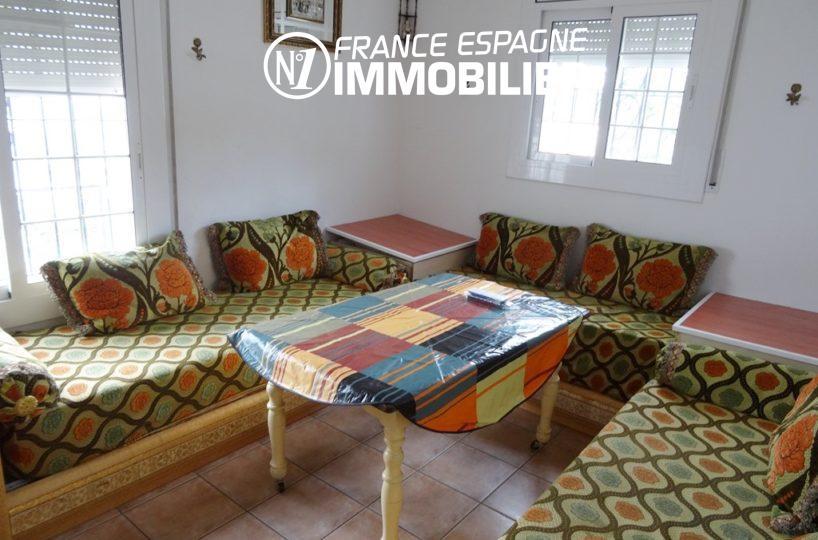 aperçu du salon avec plusieurs canapés | villa ref.2560
