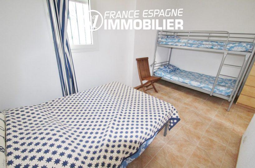 agence immo roses espagne: villa ref.2735, chambre 2 avec lit double et lits superposés