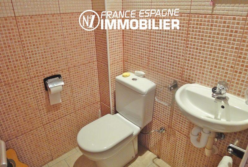 maison a vendre espagne catalogne, atelier, toilettes indépendantes avec lavabo