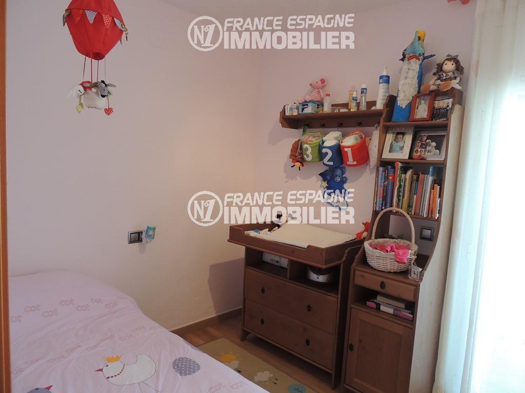 maison a vendre espagne costa brava, ref.2470, deuxième chambre avec un lit simple