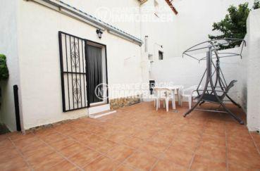 immo roses espagne: villa ref.3006, vue sur la terrasse patio coin détente aménagé