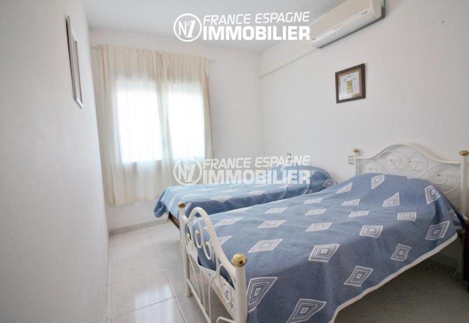appartement costa brava, ref.3148, deuxième chambre avec deux lits simples