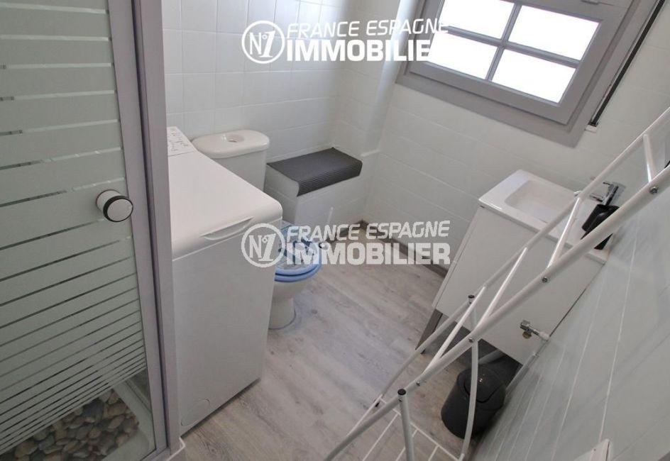 appartement a vendre a rosas, ref.2862, salle d'eau: cabine de douche, vasque et wc